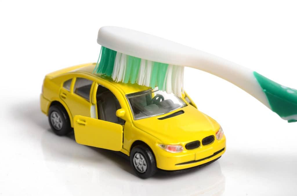 Szczoteczka 2 1024x678 - Szczoteczka do zębów i odśnieżanie samochodu